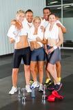 Gens de forme physique en gymnastique Image stock