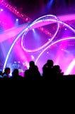 Gens de silhouette au concert photographie stock