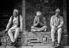 Gens du pays de Bhaktapur, Népal en photographie noire et blanche Images stock
