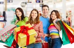 Gens heureux d'achats. Images libres de droits