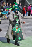 Gens irlandais dans le défilé du jour de Patrick de saint Photo libre de droits