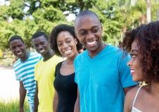 Gente afroamericana di conversazione e di risata fotografia stock libera da diritti