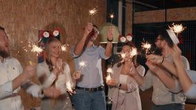 Gente allegra al partito video d archivio