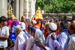Gente alrededor del templo de Mahabodhigaya Imagenes de archivo