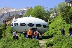 Gente alrededor del UFO Fotografía de archivo libre de regalías
