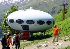 Gente alrededor del UFO el aterrizaje Imagenes de archivo