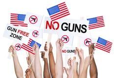 Gente americana che fa una campagna per il controllo delle armi fotografia stock libera da diritti