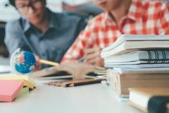 Gente, aprendizaje, educación y concepto de la escuela Imagen de archivo