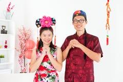 Gente asiatica che benedice durante il nuovo giorno cinese fotografie stock