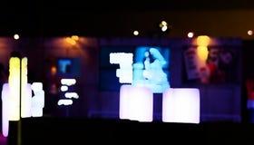 Gente borrosa abstracta en pasillo del evento de la exposición Imágenes de archivo libres de regalías