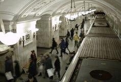 Gente borrosa en la plataforma del subterráneo. Foto de archivo libre de regalías