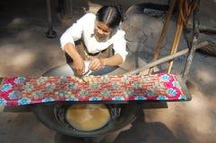 Gente cambogiana che cucina lo zucchero della noce di cocco Fotografie Stock Libere da Diritti