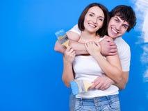 Gente cariñosa de Happin con las brochas Imagen de archivo libre de regalías