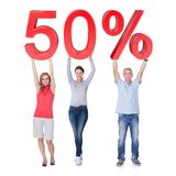 Gente casual que lleva a cabo la muestra de la venta del 50% Fotografía de archivo