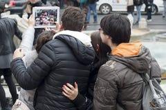 Gente con el iPad Fotografía de archivo libre de regalías