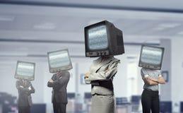 Gente con la TV en vez de la cabeza Técnicas mixtas Imágenes de archivo libres de regalías