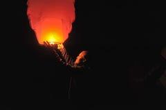 Gente con un aire de la linterna Fotos de archivo