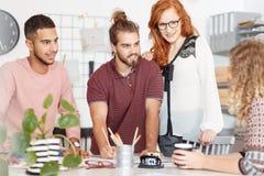 Gente creativa durante la reunión de negocios foto de archivo