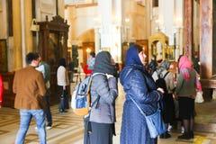 Gente cristiana en la catedral Imagen de archivo