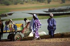 Gente de Fulani en el río, Malí foto de archivo libre de regalías