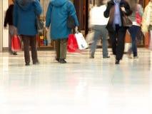 Gente de la alameda de compras Fotografía de archivo