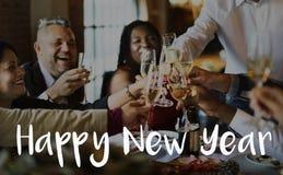 Gente de la Feliz Año Nuevo que celebra con las bebidas Imagenes de archivo