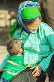 Gente de la minoría étnica de la madre y del hijo Fotografía de archivo