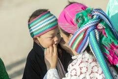 Gente de la minoría étnica de la madre y del hijo Imagen de archivo