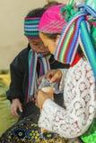 Gente de la minoría étnica de la madre y del hijo Imagenes de archivo
