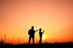 Gente de la silueta que juega musical Fotografía de archivo