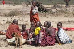 Gente de la tribu del Masai en Tanzania imagen de archivo libre de regalías