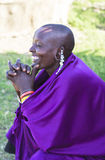 GENTE DE MAASAI EN EL PARQUE DE MARA DEL MASAI, KENIA Imagenes de archivo