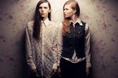 Gente de pelo largo hermosa en estilo del vintage Foto de archivo