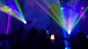 Gente del baile desenfocado Vídeo de la demostración HD del laser almacen de metraje de vídeo