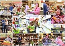 Gente del collage que hace compras para la comida fresca y el vino rojo en el supe imagen de archivo