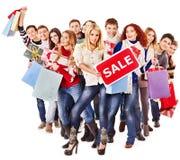 Gente del grupo con venta de la tarjeta. Imágenes de archivo libres de regalías