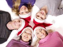 Gente del grupo en el sombrero de santa. Fotos de archivo