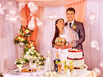 Gente del grupo en la tabla de la boda Fotos de archivo