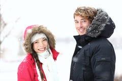 Gente del invierno: pares jovenes Imagen de archivo