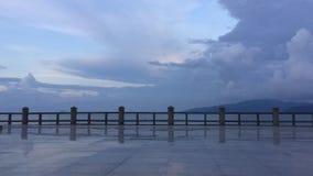 Gente del lapso de tiempo de la orilla del mar de la tarde de Nha Trang almacen de metraje de vídeo
