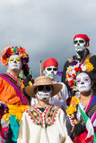 Gente desconocida en el décimo quinto día anual el festival muerto Foto de archivo