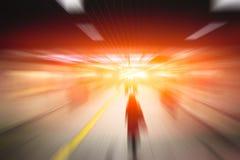 Gente di affari ad alta velocità della sfuocatura e tecnologia di sviluppo immagine stock
