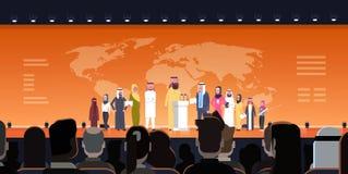 Gente di affari araba del gruppo sulla riunione di conferenza o presentazione sopra il fondo Team Of Arabian Speakers della mappa Immagine Stock