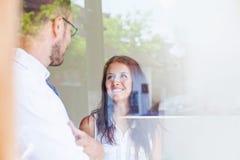Gente di affari attraverso il vetro Fotografie Stock Libere da Diritti