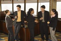 Gente di affari in barra. fotografia stock