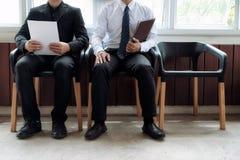 Gente di affari che aspetta intervista di lavoro Fotografie Stock Libere da Diritti