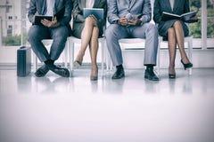 Gente di affari che aspetta per essere chiamato nell'intervista immagine stock