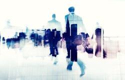 Gente di affari che cammina su una città Scape Immagine Stock