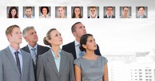 Gente di affari che cerca i profili del ritratto della gente differente Fotografie Stock Libere da Diritti