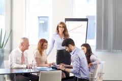 Gente di affari che discute alla riunione Fotografia Stock
